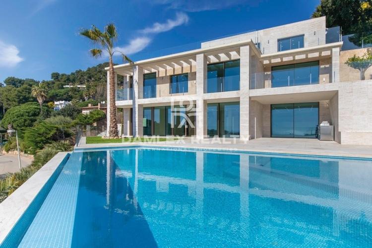 Villa de luxe avec vue panoramique sur la mer, dans l`urbanisation de luxe Cala Sant Francesc
