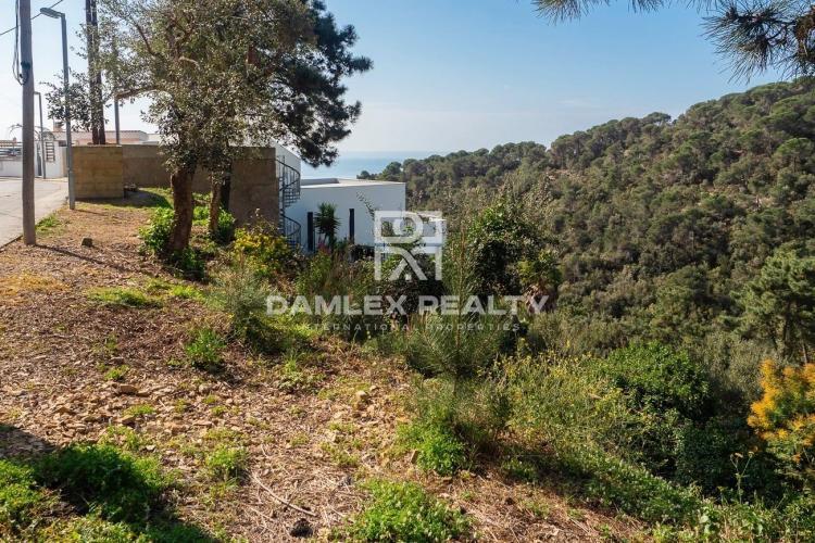 Terrain 900 m2 avec vue mer, pour la construction d`une maison individuelle