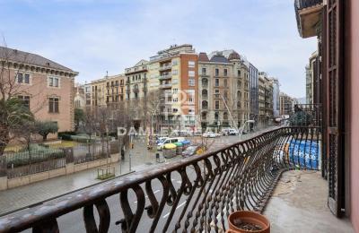 Grand appartement à rénover à 5 minutes à pied de la Plaza Catalunya