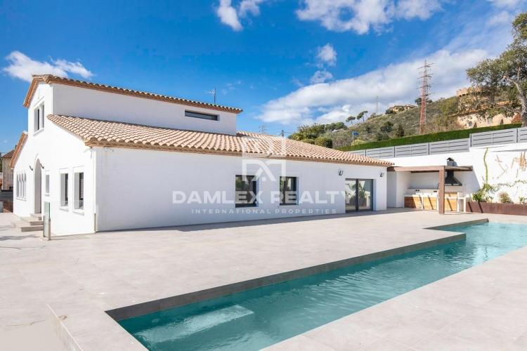 Villa entièrement rénovée avec des matériaux de qualité, située à Castell d´Aro