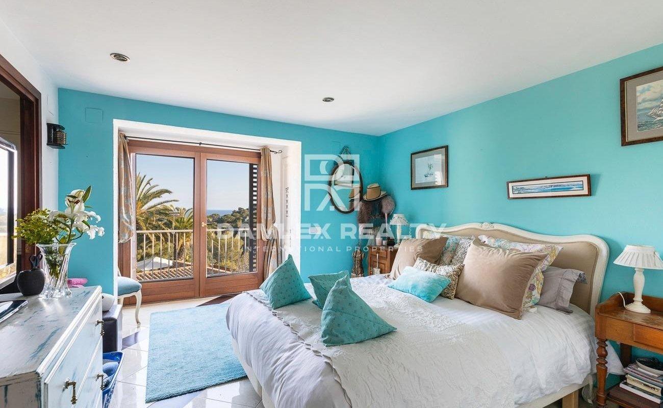 Villa avec vue sur la mer dans l`urbanisation de Santa Maria del Llorell