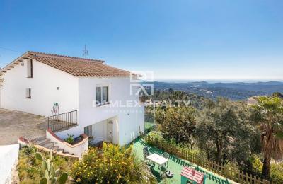 Villa avec vue sur la mer dans l`urbanisation Lloret Blau