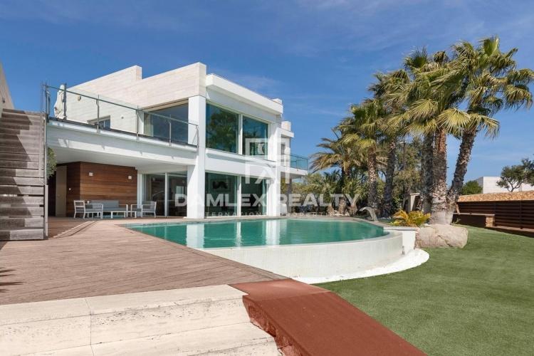 Villa de luxe avec vue panoramique sur la mer dans l`urbanisation Mas Nou