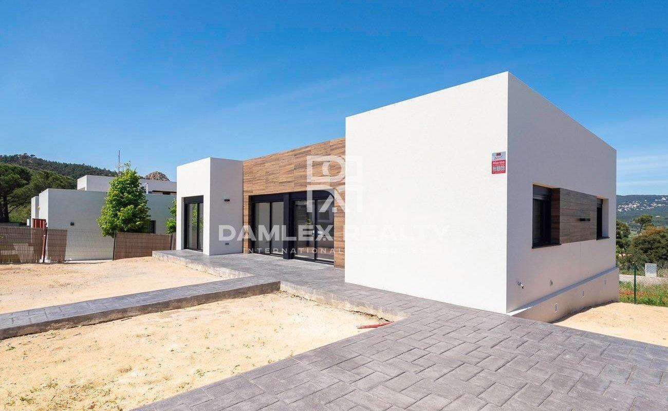 Maison moderne nouvellement construite à Santa Cristina de Aro