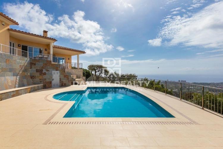 Villa exceptionnelle avec une vue mer panoramique incomparable