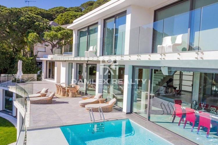 Villa de luxe à la périphérie de Barcelone avec vue panoramique sur la mer