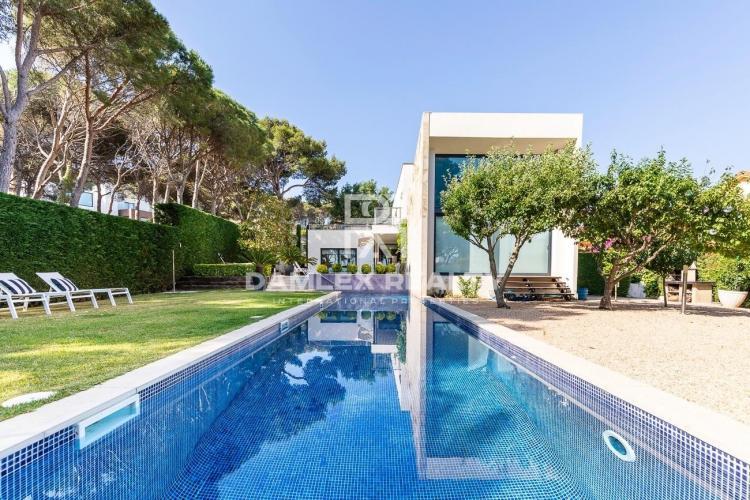 Villa moderne dans un endroit prestigieux et à distance de marche de la plage