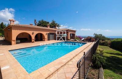 Villa avec vue panoramique sur la mer dans l`urbanisation Mas Nou