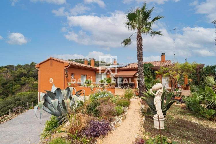 Villa avec magnifique vue mer sur un terrain de 3044 m2