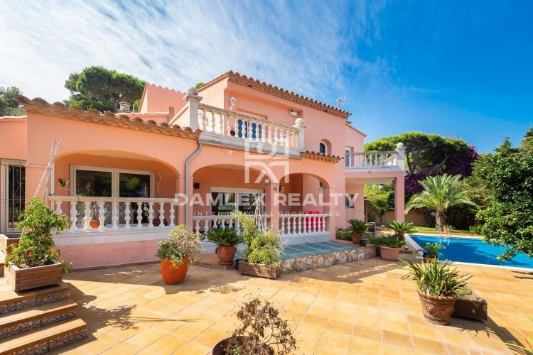 Villa Méditerranéenne avec Vue Sur la Mer, à Proximité de la Plage de Sant Pol