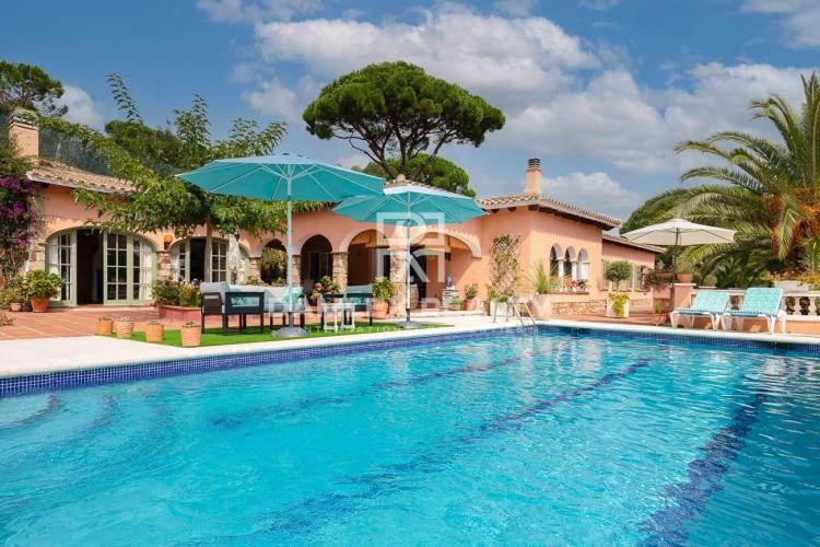 Villa Spacieuse Isolée à Platja D´Aro avec Piscine