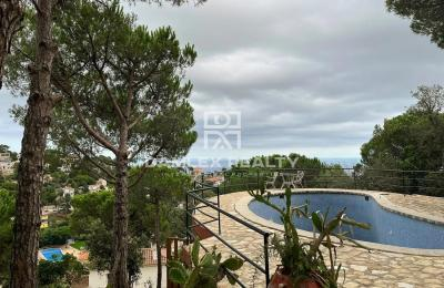 Maison à reconstruire avec vue panoramique sur la mer, terrain 1700 m2