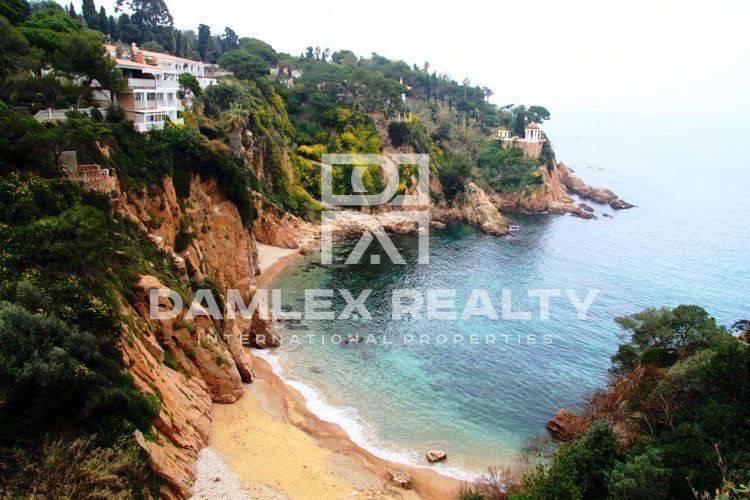 Maison / Villa avec 4 chambres, terrain 3300m2, a vendre á Blanes, Costa Brava