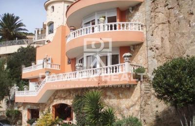 Maison / Villa avec 5 chambres, terrain 1800m2, a vendre á Lloret de Mar, Costa Brava