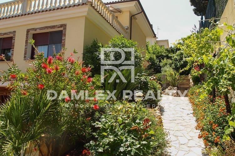 Maison / Villa avec 4 chambres, terrain 1000m2, a vendre á Blanes, Costa Brava