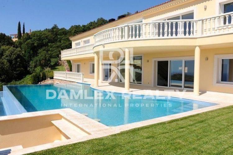 """Maison / Villa avec 10 chambres, terrain 4000m2, a vendre á Platja d""""Aro, Costa Brava"""